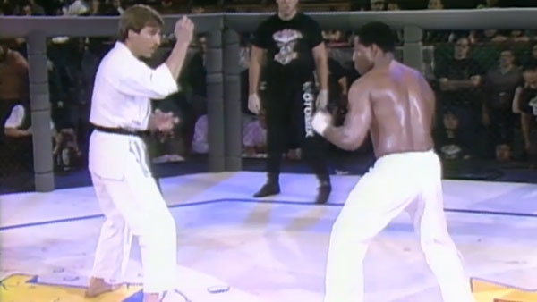 Johnny Rhodes contre Fred Ettish